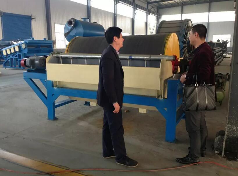 来自辽宁的客户来工厂看设备了